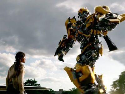 Bumblebee aparece em cena legendada do novo Transformers