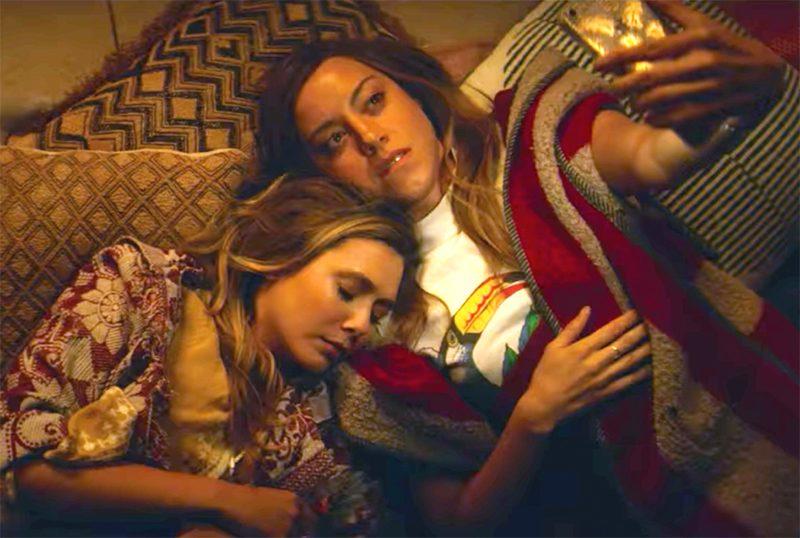 Aubrey Plaza persegue Elizabeth Olsen em novo trailer de comédia indie premiada