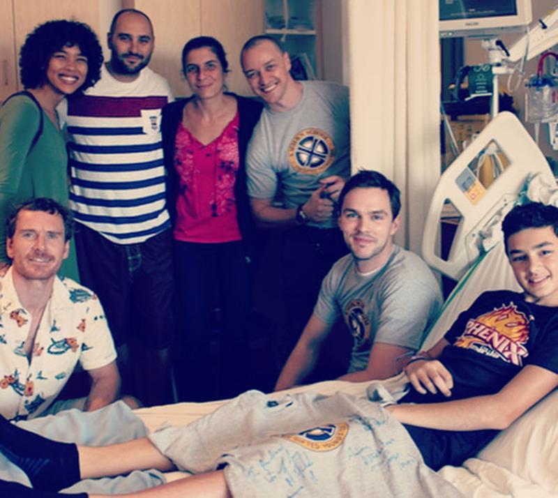 Elenco de X-Men: Fênix Negra visita Hospital Infantil em Montreal