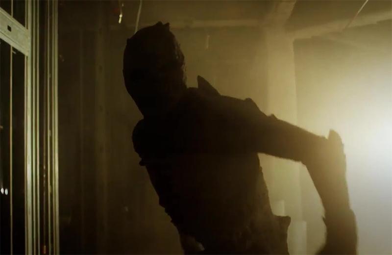 Trailer de terror produzido por Stan Lee traz ator de Jogos Mortais assustando criancinhas