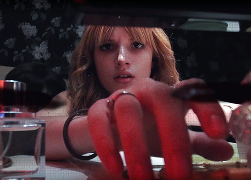 Keep Watching: Bella Thorne é vítima de psicopata em trailer de terror