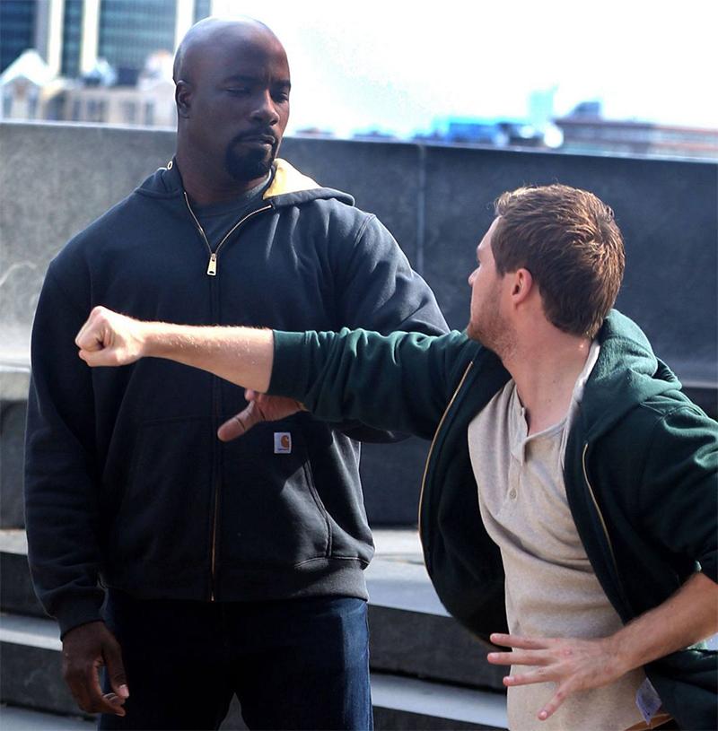 Fotos do set da 2ª temporada de Luke Cage mostram briga com Punho de Ferro