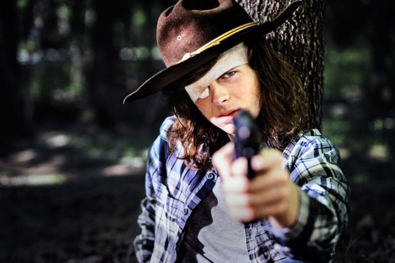 Pai de Chandler Riggs ataca produtor de The Walking Dead nas redes sociais