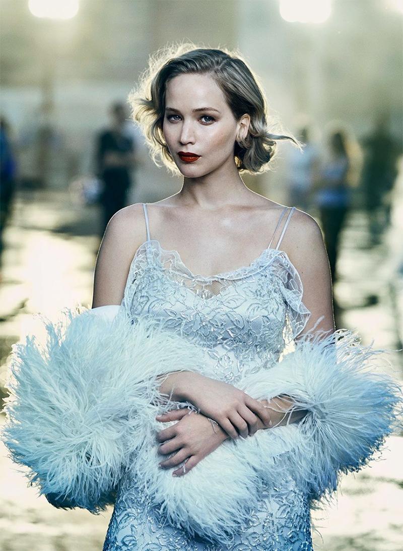 """Jennifer Lawrence diz ter ficado nua para produtores que a consideravam """"gorda"""""""