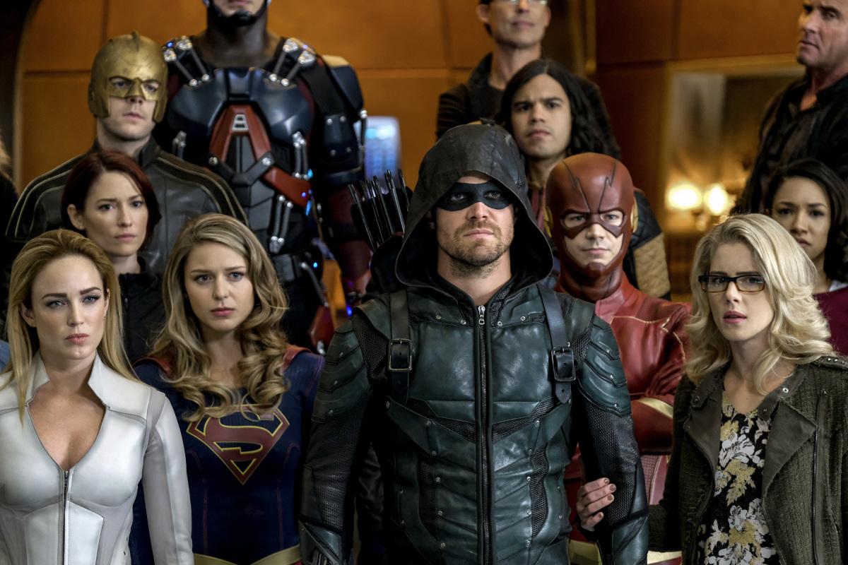 Casamento do Flash é interrompido por nazistas em trailer do crossover épico das séries da DC