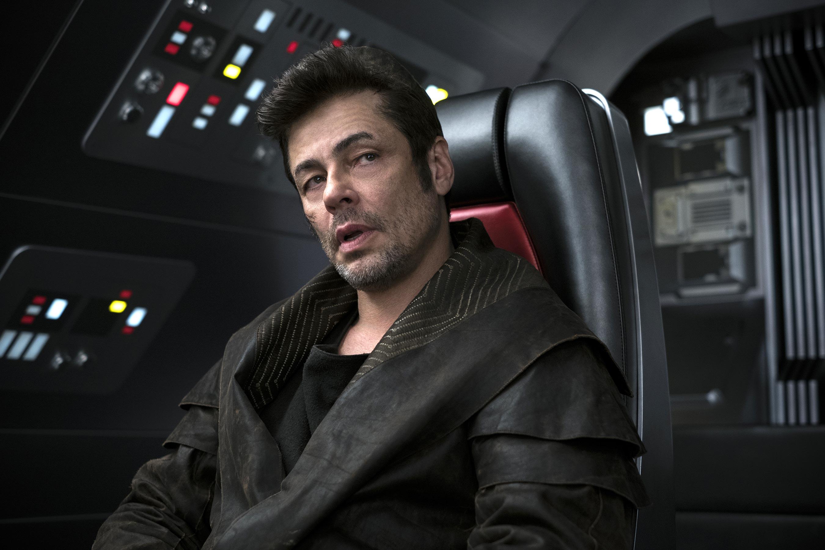 Novas fotos de Star Wars: Os Últimos Jedi incluem personagens de Andy Serkis e Benicio Del Toro