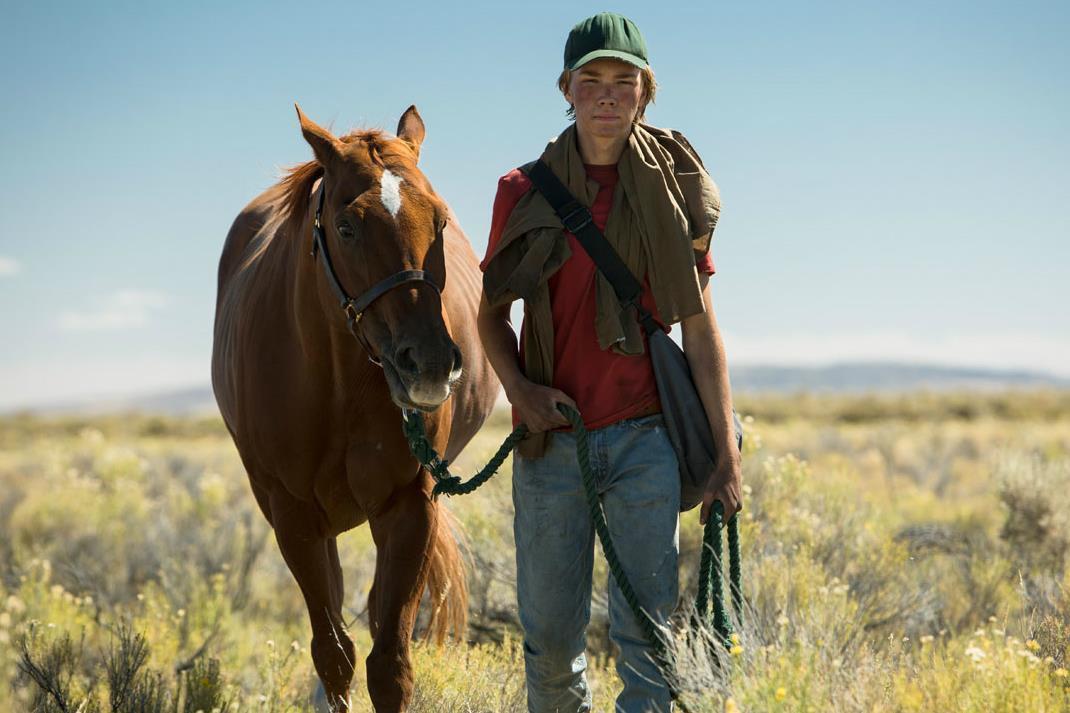 Drama indie sobre adolescente e seu cavalo ganha trailer emocionante