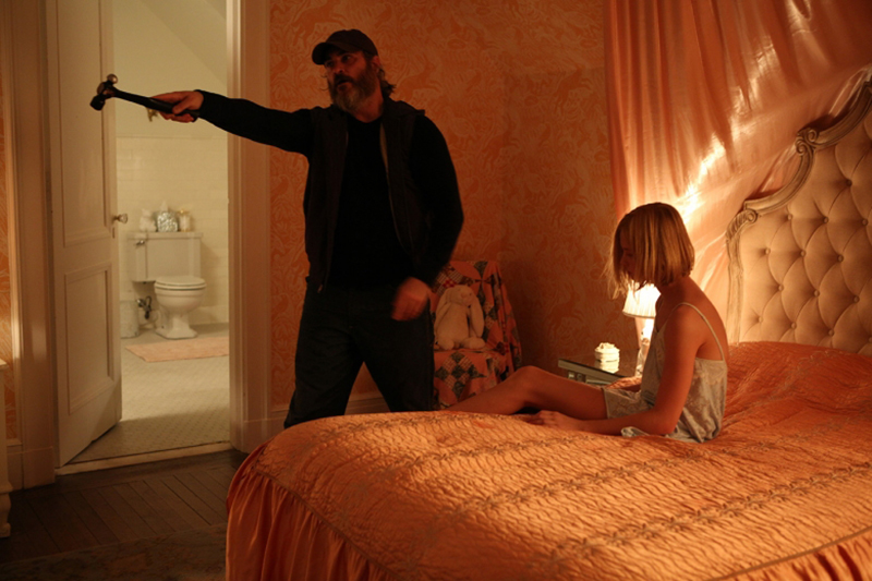 Joaquin Phoenix mergulha na violência em trailer de filme premiado no Festival de Cannes