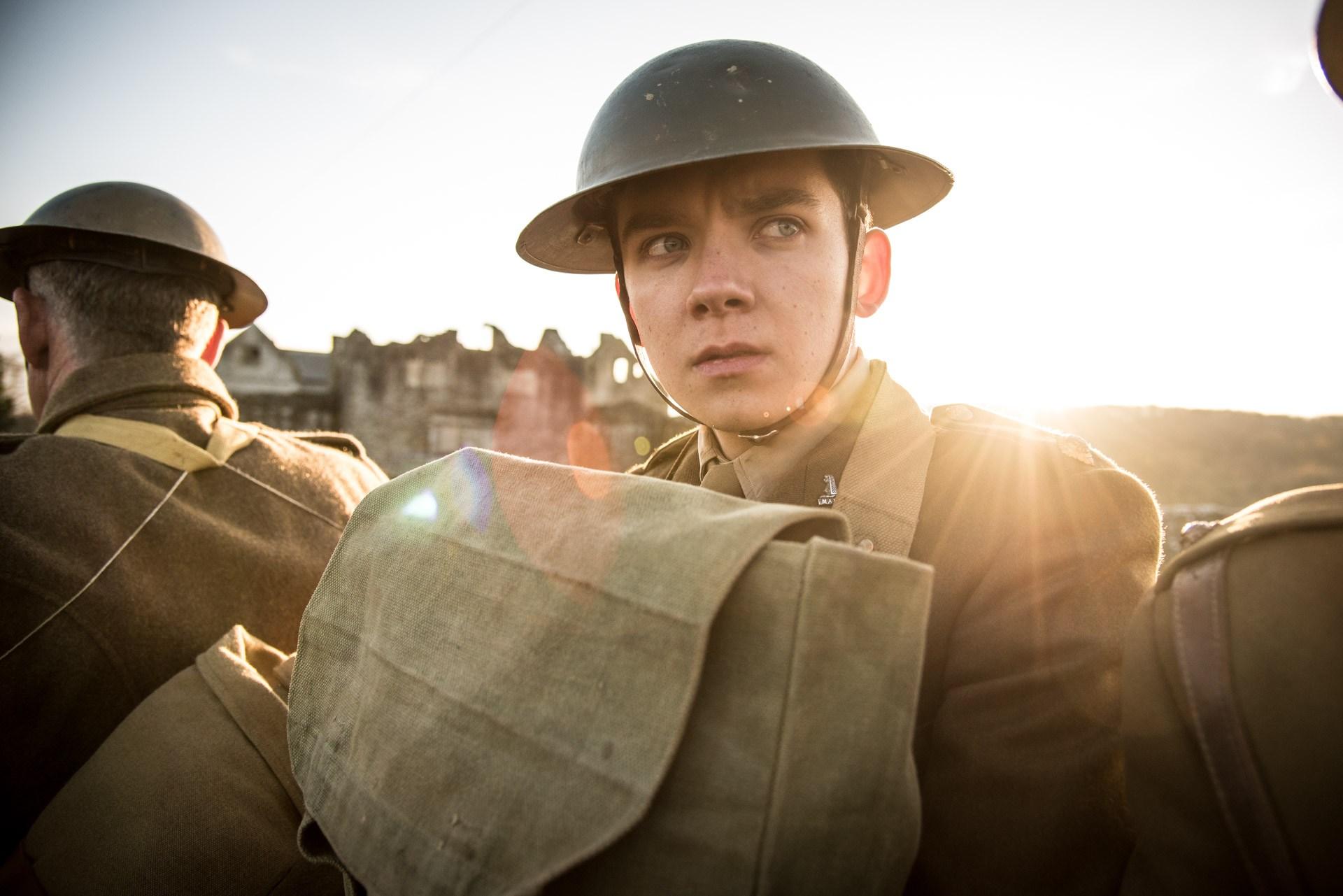 Asa Butterfield e Sam Claflin vão à guerra em trailer de drama britânico