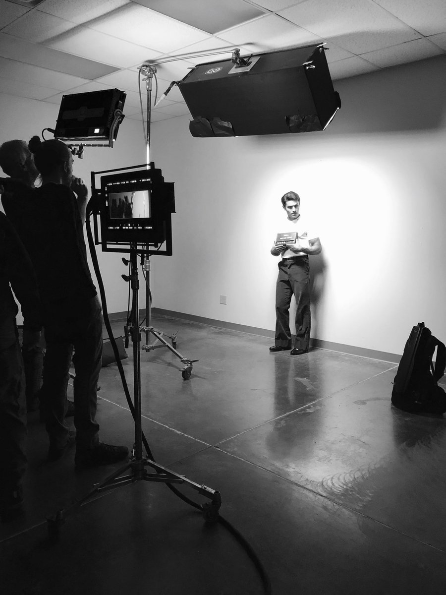 Zac Efron divulga primeira foto como o serial killer Ted Bundy