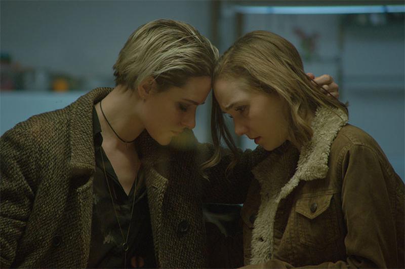 """Evan Rachel Wood é uma predadora """"boazinha"""" no trailer do suspense Allure"""