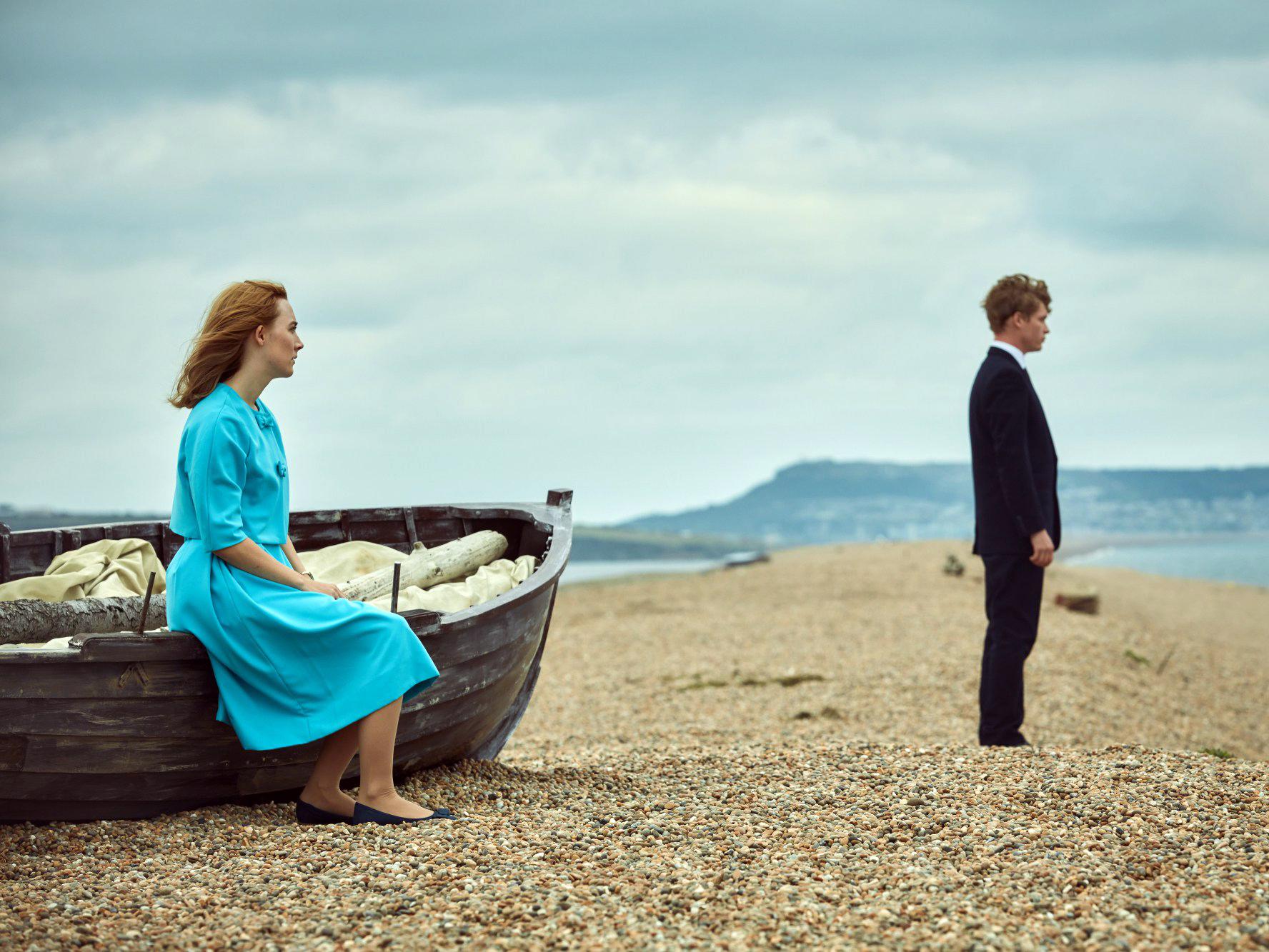 Saoirse Ronan mostra nova atuação arrebatadora em trailer da adaptação do best-seller Na Praia