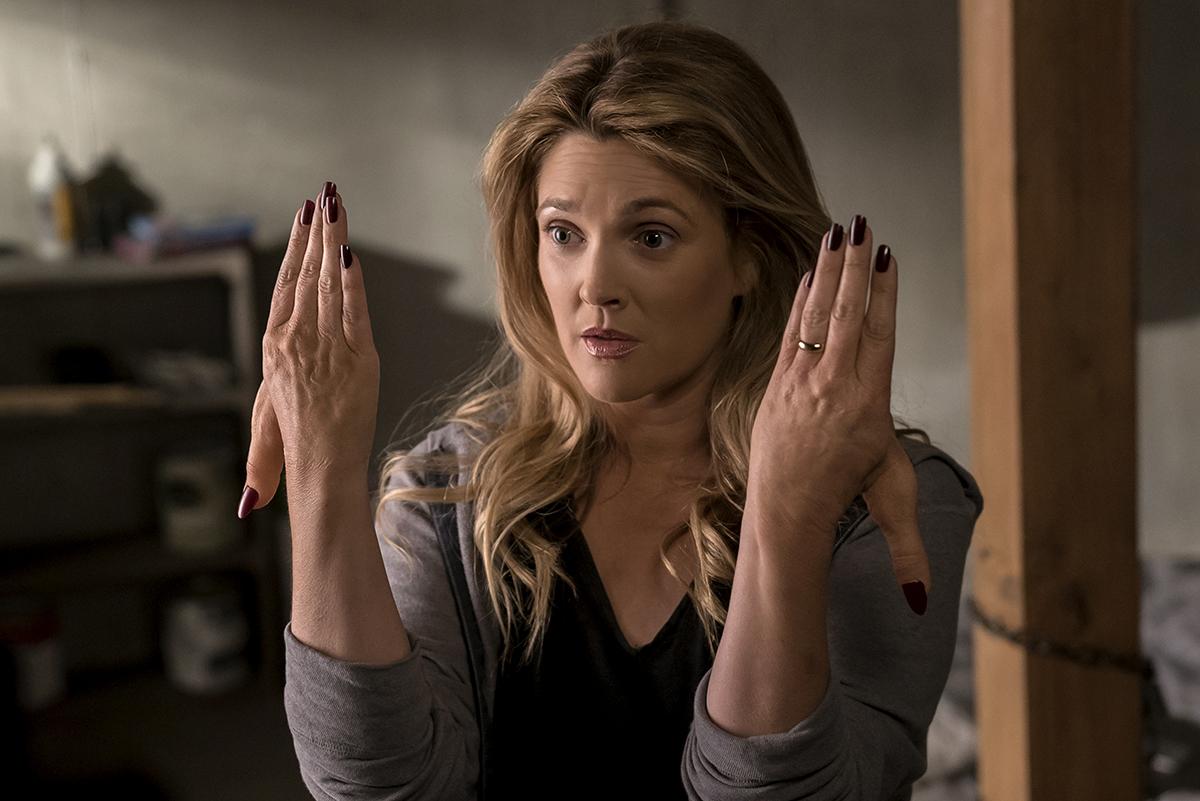 Drew Barrymore começa a se decompor nas fotos da 2ª temporada de Santa Clarita Diet
