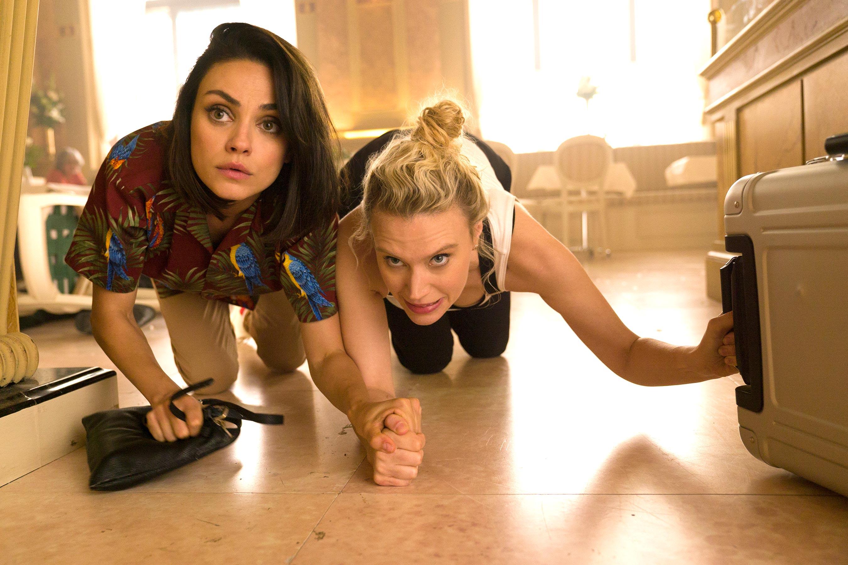 Mila Kunis e Kate McKinnon viram espiãs em trailer de nova comédia de ação