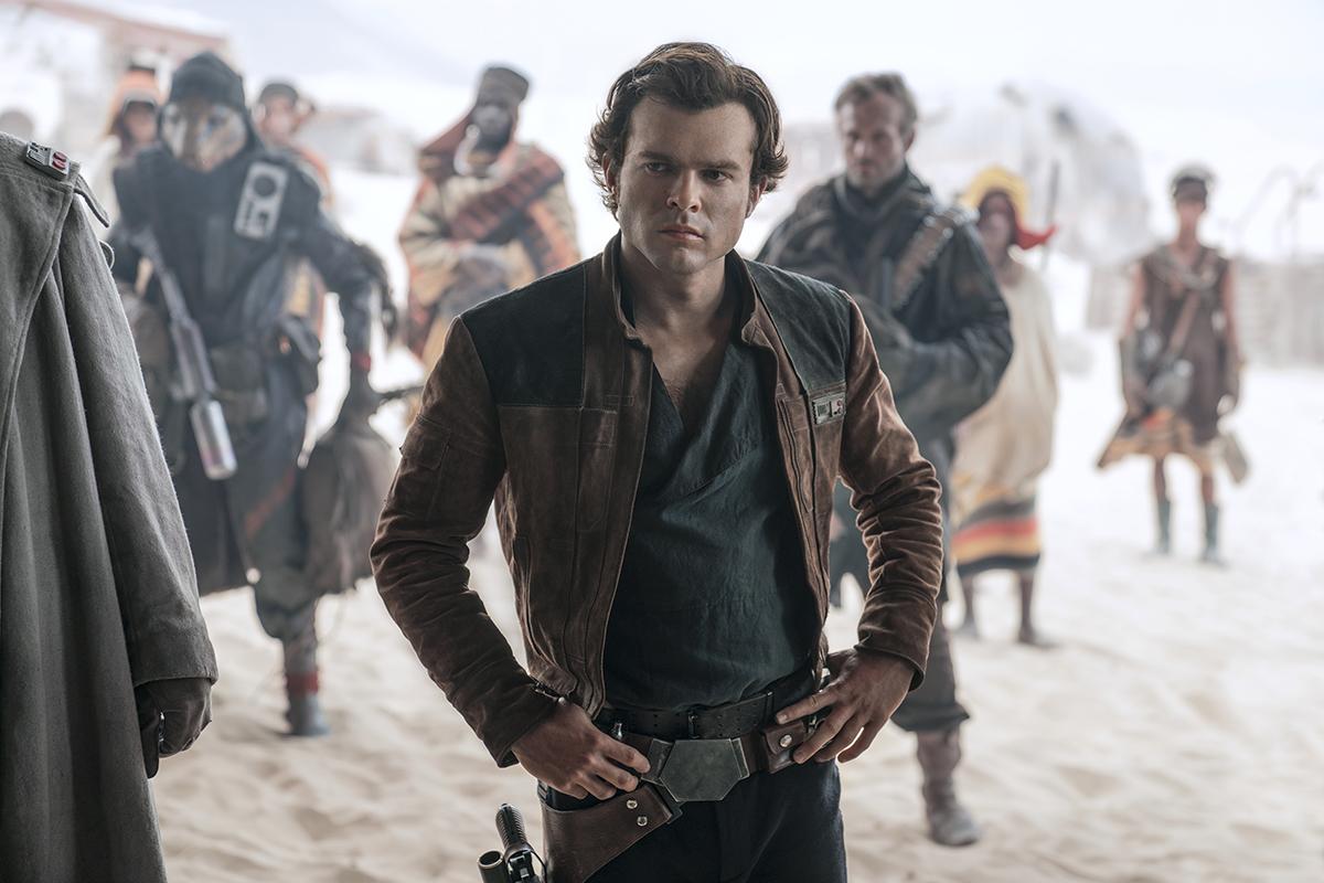 """Crítica: Han Solo mostra que """"fan service"""" é pouco para sustentar um filme"""