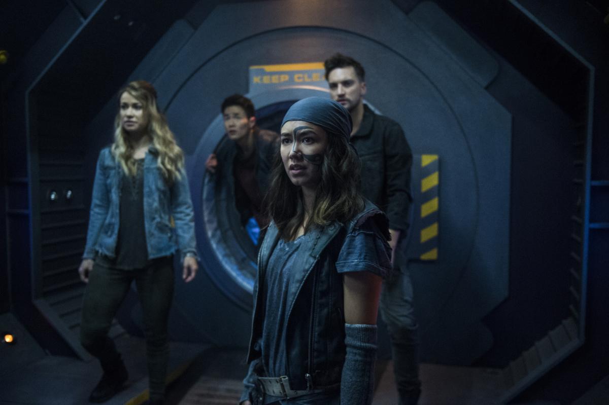 Cena da 5ª temporada de The 100 mostra sobreviventes do apocalipse no espaço