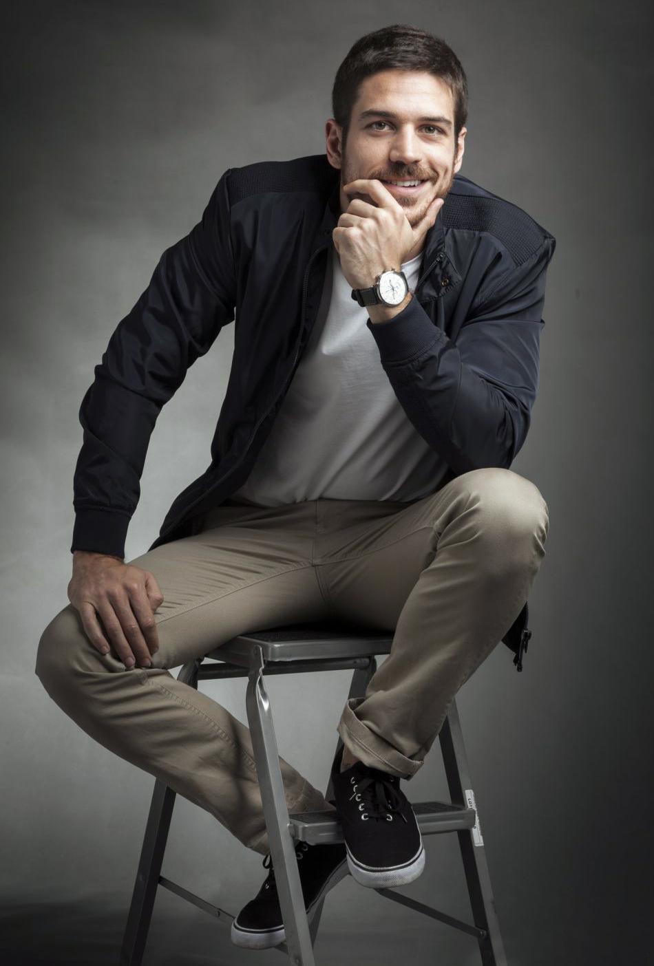 Marco Pigossi vai estrelar série sobrenatural do diretor do Touro Ferdinando na Netflix