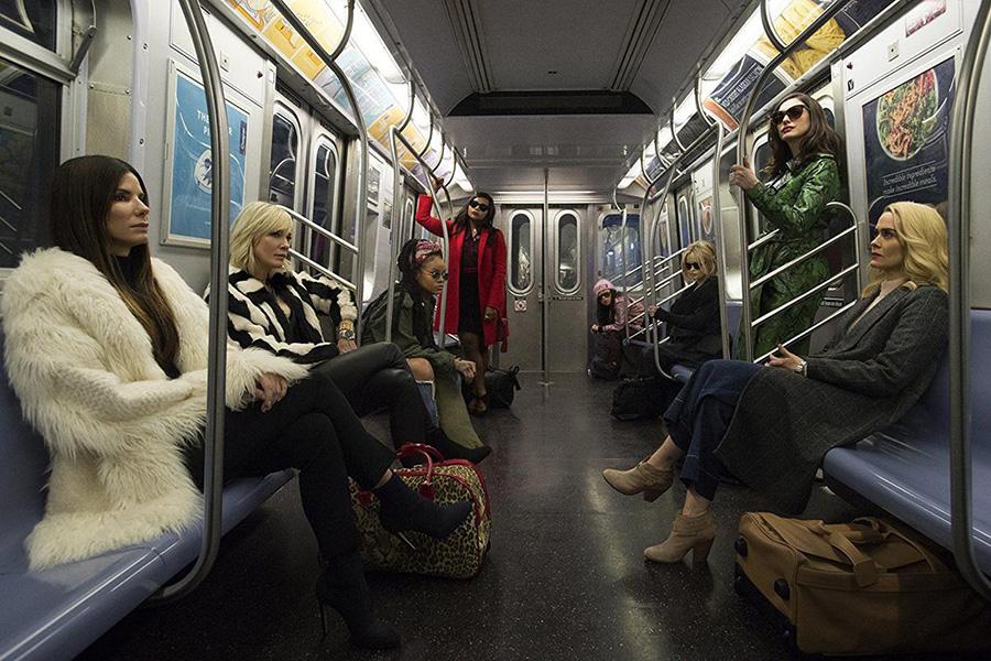Crítica: Oito Mulheres e um Segredo é realmente a versão feminina de um filme já visto