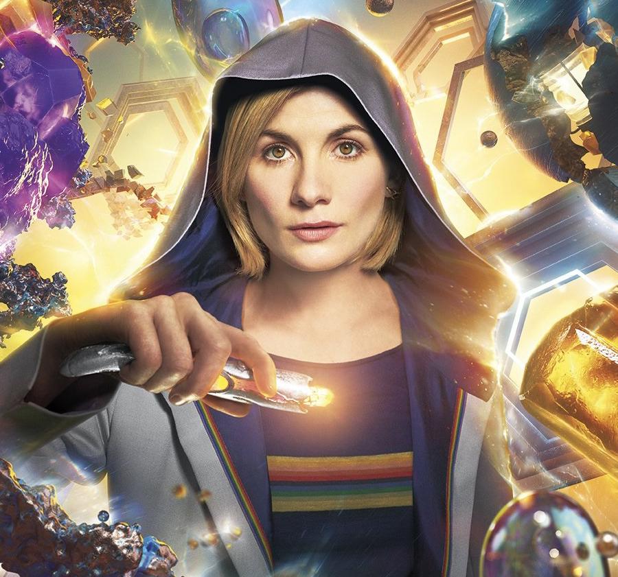 Estreia da primeira Doctor Who feminina rende maior audiência do Reino Unido em uma década