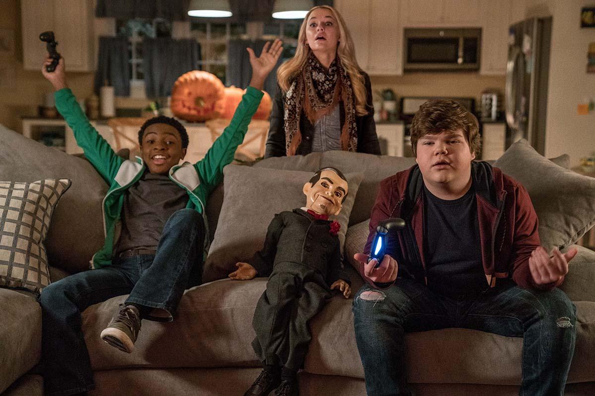 Crianças enfrentam ursinhos de goma do mal no novo trailer de Goosebumps 2