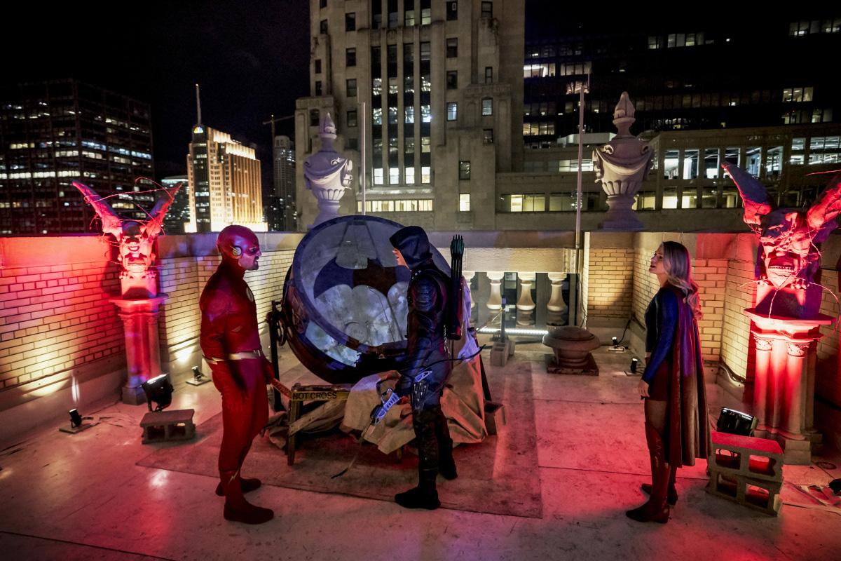 Elseworlds: Super-heróis vão para Gotham em prévias da segunda parte