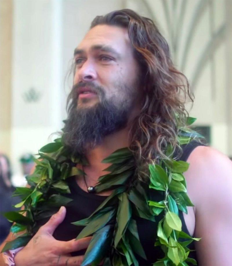 Jason Momoa Video: Jason Momoa Se Emociona Em Première No Havaí Ao Lembrar