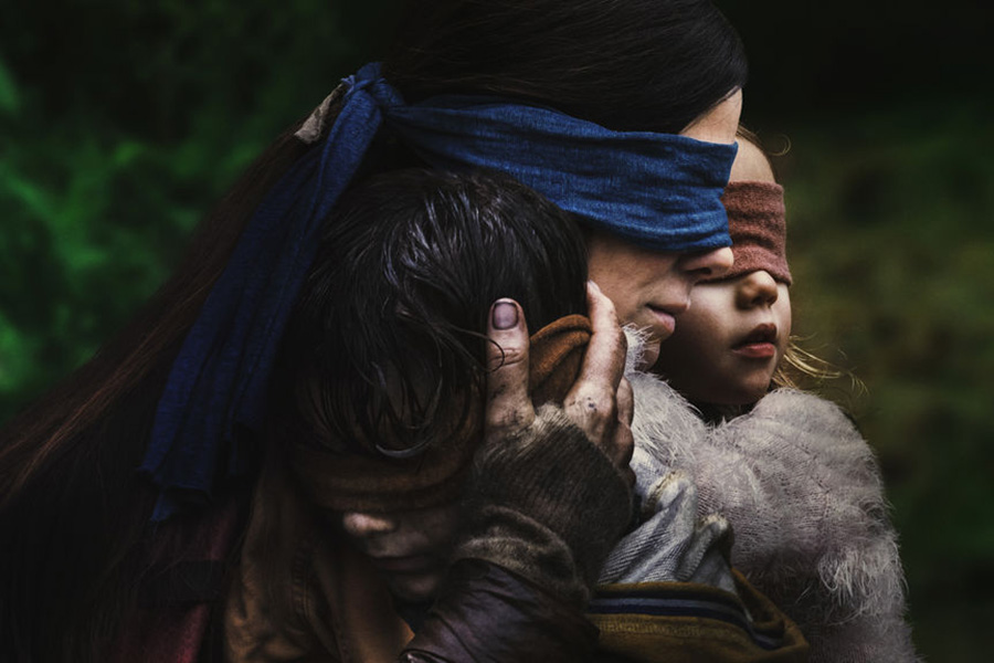 Bird Box: Terror apocalíptico estrelado por Sandra Bullock ganha fotos e novo trailer legendado