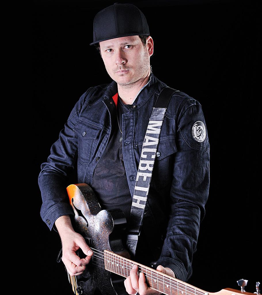 Strange Times: Quadrinhos de ex-guitarrista do Blink-182 vão virar série