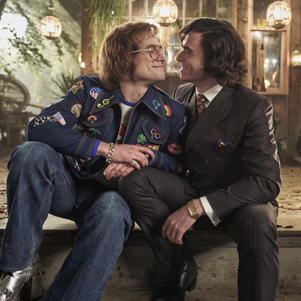 Elton John conhece namorado – e empresário – em cena legendada de Rocketman