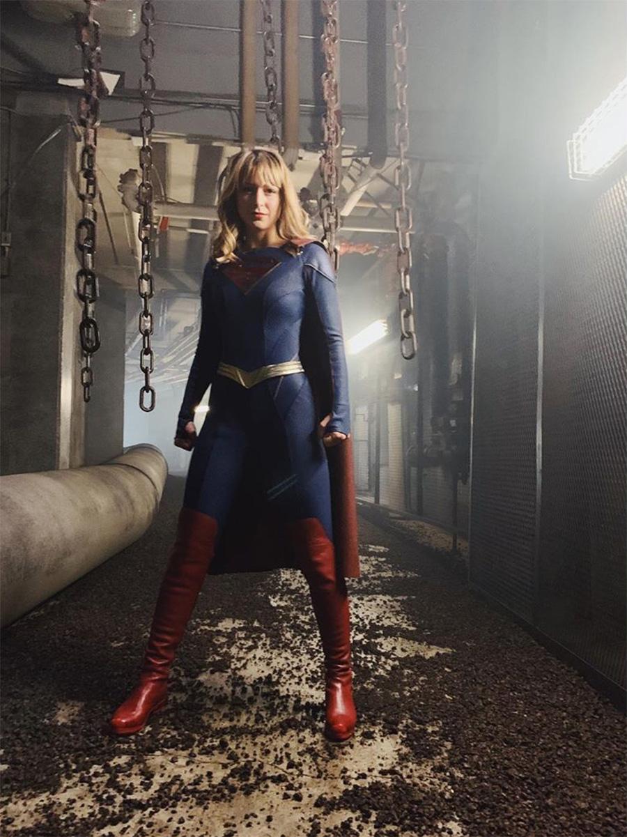 Supergirl aparece com calça em foto do uniforme da 5ª temporada | Pipoca Moderna