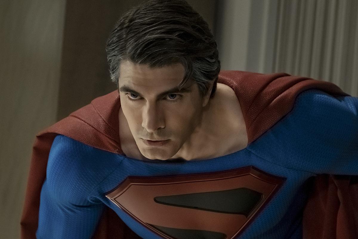 Crise nas Infinitas Terras: Novos fotos trazem Tom Welling e Brandon Routh como Superman | Pipoca Moderna