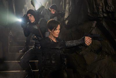 Crítica: The Old Guard injeta dramaticidade no bom e velho thriller de ação
